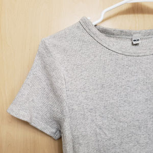 Uniqlo Ribbed Light Gray Tshirt